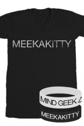 Meekakitty V-Neck + 2 Wristbands